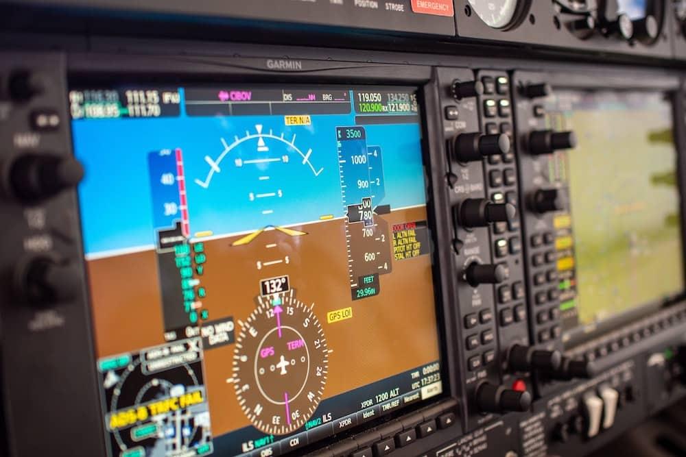 GPS come funziona e come usarlo nel prepping - Cockpit cabina di pilotaggio